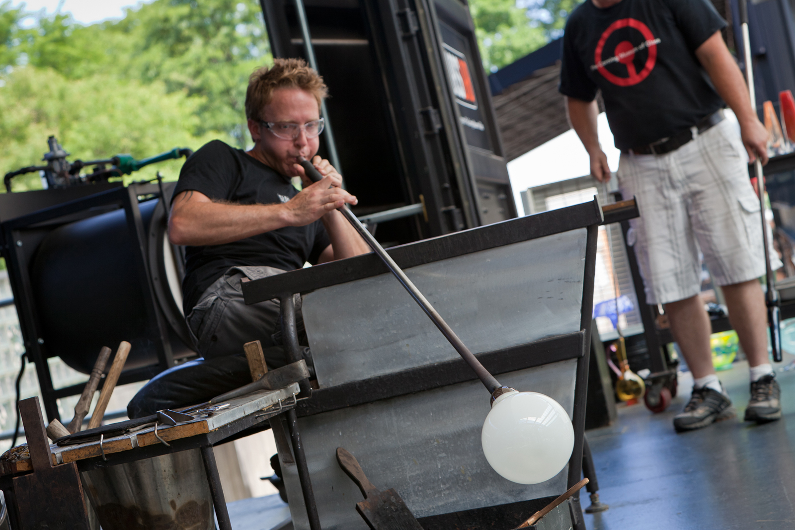Gaffer Chris Rochelle works with designer Marc Thorpe during GlassLab in Corning