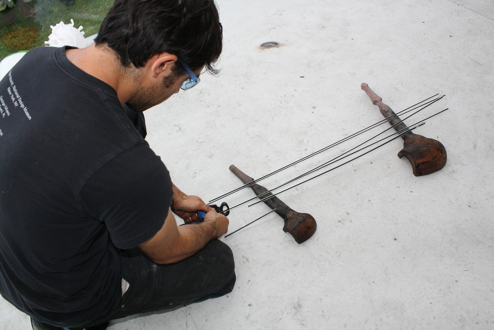 Glassmaker Marc Barreda cutting cane