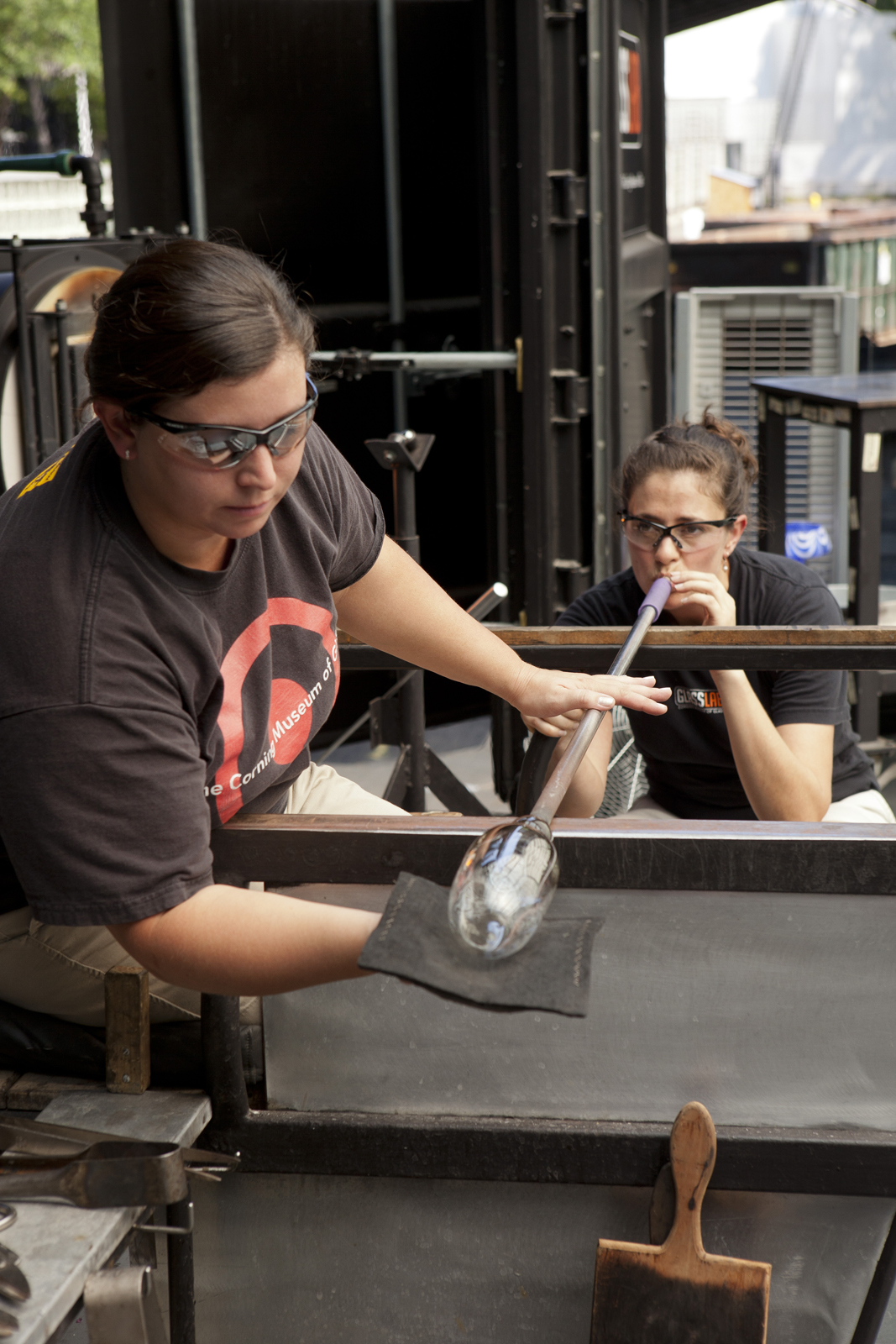 Gaffers Catherine Ayers and Annette Sheppard work with Dan Ipp and Tom Zogas at GlassLab in Corning