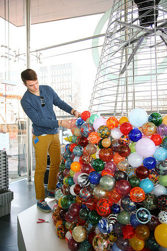 holiday ornament tree corning museum of glass
