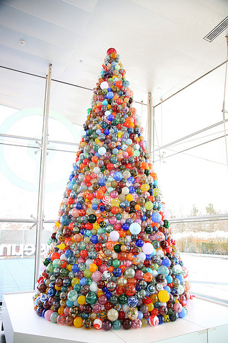 Holiday Ornament Tree | Corning Museum of Glass