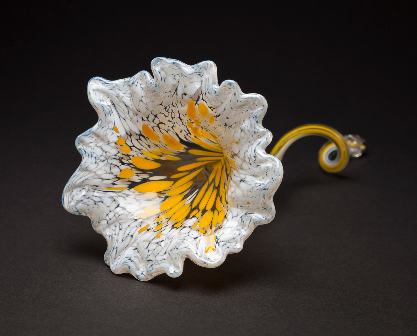 Make your own glass corning museum of glass for Flowers made of glass