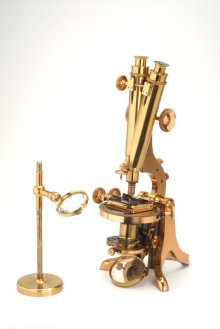 Binocular polarizing microscope, Henry Crouch, London c. 1850 – 1875. Museum Boerhaave, Leiden, the Netherlands.