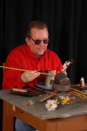 Botanical Wonders: Flameworking Then and Now (Bob Carson)