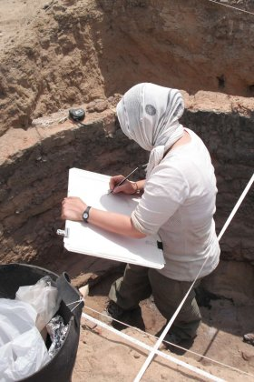 Anna Hodgkinson recording Kiln 1 at Gurob. Photo credit: Ian Shaw