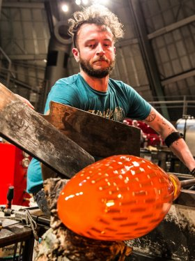 Artist Austin Stern making glass
