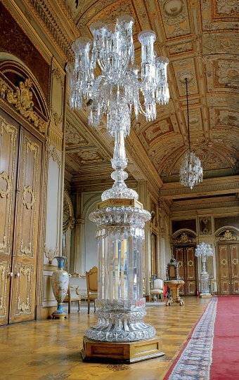 Fig. 1: Candelabrum probably made by Baccarat, 1860-1875. Dolmabahçe Palace, Istanbul, Turkey.