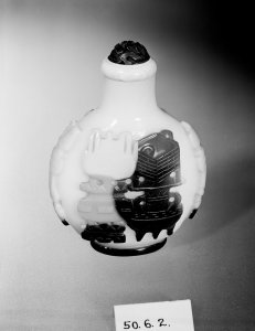 Snuff Bottle (Yao-ping) and Stopper-cap