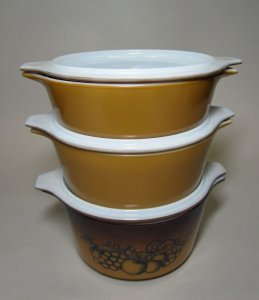 2 Pyrex Dishes with Lids