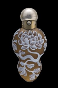 Cameo Scent Bottle with Globular Flowers
