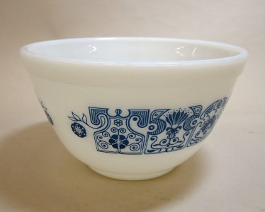 1-1/2 Pint Pyrex Mixing Bowl