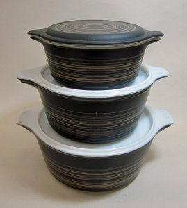 3 Pyrex Dishes with Handles and Lids