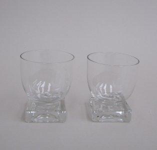 2 Cocktail Glasses