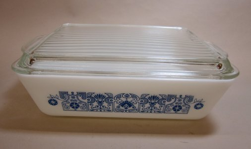 1-1/2 Quart Pyrex Refrigerator Dish with Lid
