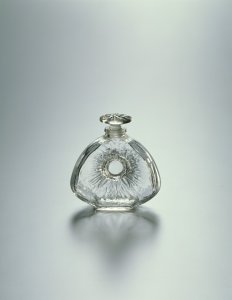 Oval flask with sunburst and stylize stopper design by Maison Lalique [transparency]