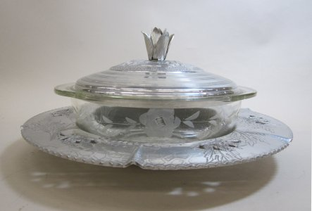 Pyrex Dish with Circular Serving Tray and Lid