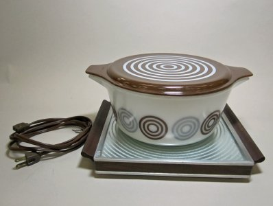 2-1/2 Quart Pyrex Covered Casserole with Hot Plate