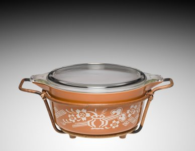 2.5 Liter Pyrex Dish with Lid and Holder