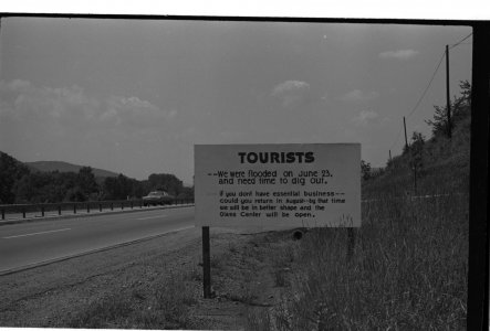 [Road sign explaining to tourists why museum is closed] [picture].