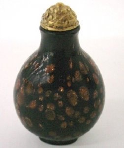 Snuff Bottle with Stopper and Stand