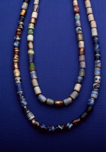 [Color transparency of Dominick Labino's enameled beads] [slide].