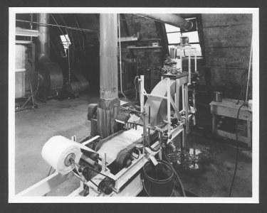 [Glass fiber machinery] [picture].