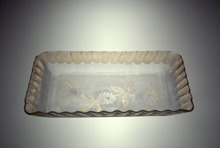 "Ice Cream Tray in ""Pomona"" Pattern"