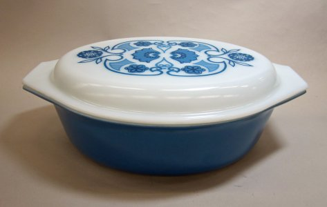2-1/2 Quart Pyrex Casserole with Lid