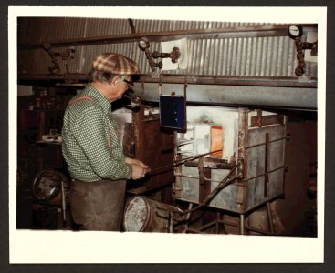 [Dominick Labino at the furnace] [picture].