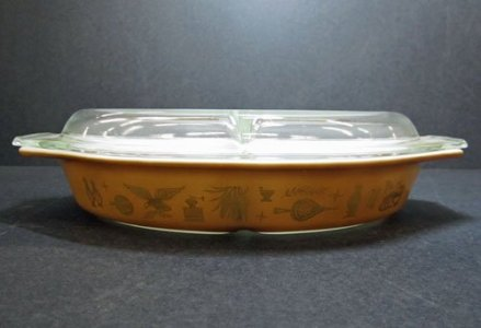 1-1/2 Quart Pyrex Divided Casserole with Lid