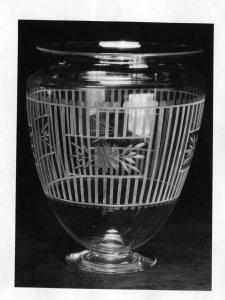 Shape no.: 938 [vase engraved in 10018 pattern] [picture].