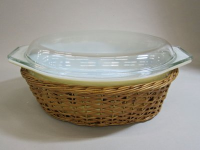 2-1/2 Quart Pyrex Casserole with Lid and Wicker Holder