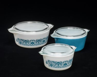3 Pyrex Casseroles with Lids