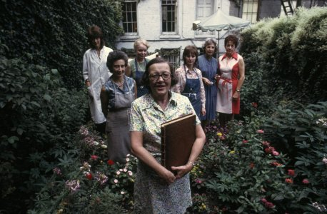 [Carolyn Horton with her staff, Manhattan townhouse] [slide].