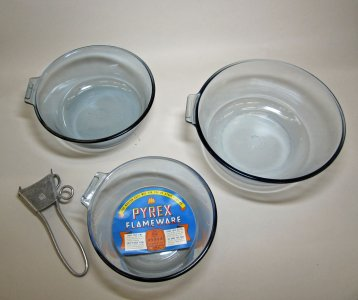 3 Pyrex Flameware Saucepans and Pyrex Flameware Detachable Metal Handle