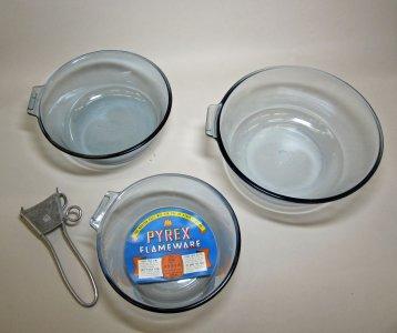 3 Pyrex Flameware Saucepans and Pyrex Flameware Detachable Metal Handle