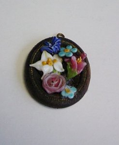 Pendant with Bouquet of Flowers