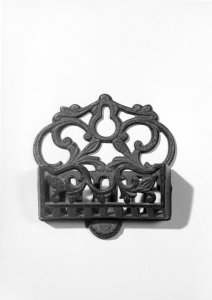 Cast iron match holder [picture]