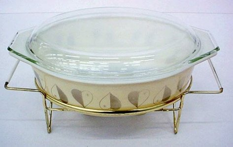 2-1/2 Quart Pyrex Casserole with Cover and Cradle
