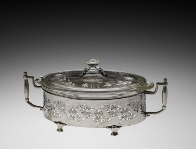Pyrex Casserole Dish with Cover and Metal Holder