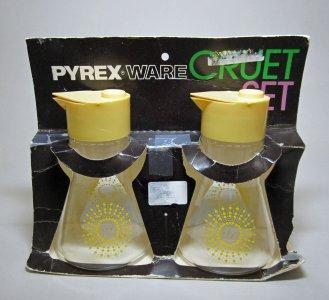 Pyrex Cruet Set