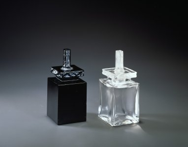 Flacon mystére for D'Orsay (black and clear glass) [transparency]