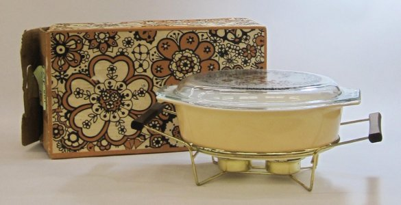 2-1/2 Quart Pyrex Casserole with Cradle in Original Box
