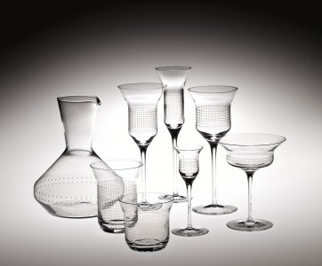 8 Pieces of Tableware