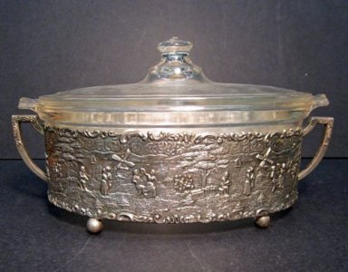 Pyrex Casserole with Lid and Stand