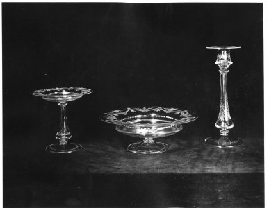 Shape no.: 7250 [engraved bowl, compote and candlestick set] [picture].
