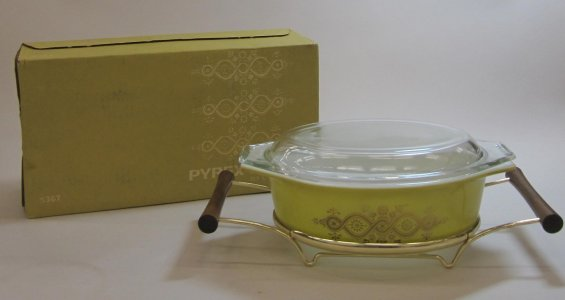 1-1/2 Quart Pyrex Casserole with Cradle in Original Box