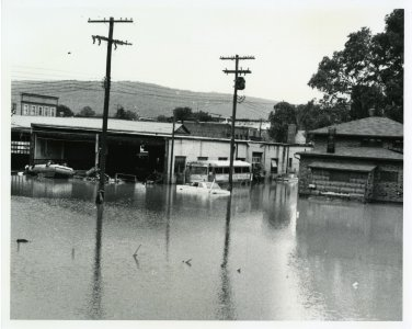 [Rambler's Garage on Ferris St. flooded] [picture].