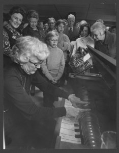 [Elizabeth Labino playing the glass harmonica for a group of people] [picture].