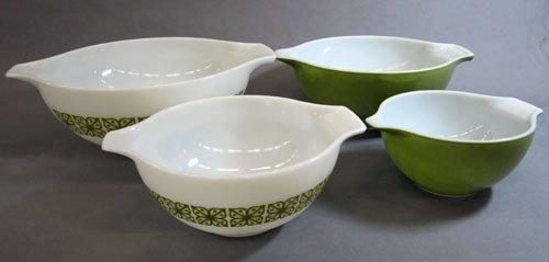 4 Pyrex Mixing Bowls